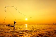 Kasta fisknät Fotografering för Bildbyråer