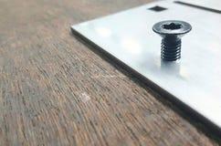 Kasta i sig och skruvar Bultar och skruvar som används i konstruktion Åtdragning runt om halsen Bultar och skruvar är ättlingar a Arkivfoton