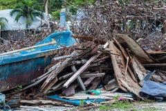 Kasta platsen som indikerar katastrof som tsunami, jordskalv, tromb och tyfon arkivfoto