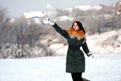 kasta snöboll Royaltyfria Bilder