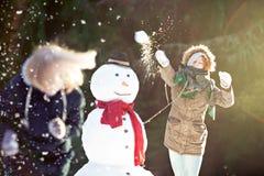 Kasta snöboll kampen Royaltyfria Bilder