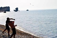 Kasta stenar i havet Royaltyfri Foto