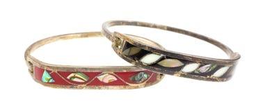 Kastanienbraunes schwarzes Bronzeelfenbein eingelegte eingelegte Armbänder. Lizenzfreie Stockfotos