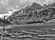 Kastanjebruin Klokken en Kratermeer in Rocky Mountain National Park Stock Foto
