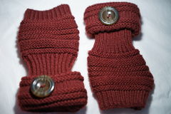 Kastanjebruine fingerless gebreide handschoenen royalty-vrije stock foto's