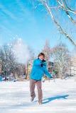 Kastar snöboll Royaltyfri Bild