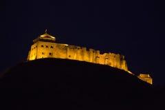 Kasteel bij nacht wordt aangestoken die Royalty-vrije Stock Fotografie