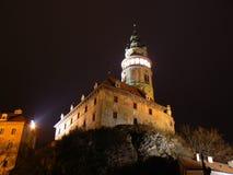 Kasteel in Cesky Krumlov bij nacht Stock Afbeelding