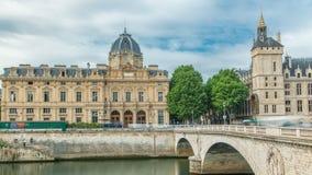 Kasteel Conciergerie en Commercieel Hof van Parijs timelapse - vroegere koninklijke paleis en gevangenis Parijs, Frankrijk stock footage