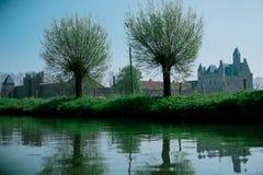 Kasteel door de rivier Royalty-vrije Stock Fotografie