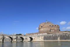 Kasteel en brug op rivier, Rome Royalty-vrije Stock Fotografie