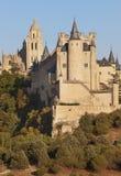 Kasteel en kathedraal bij zonsondergang in Segovia Alcazar stock fotografie