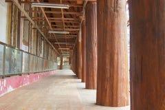 Kasteel, grote houten polen royalty-vrije stock afbeelding