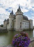 Kasteel met bloemen dichtbij de Loire Royalty-vrije Stock Afbeeldingen