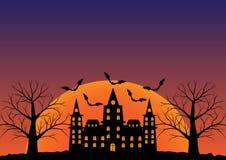 Kasteel met knuppels die en dode boom in schemering in zonsopgang vliegen Ve Royalty-vrije Stock Afbeelding