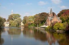 Kasteel Minnewaterpark y lago love en Brujas Imágenes de archivo libres de regalías