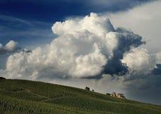 Kasteel onder de wolken Stock Afbeeldingen