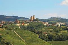 Kasteel op de heuvel. Piemonte, Noordelijk Italië. Royalty-vrije Stock Fotografie
