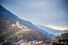 Kasteel op de heuvel van de Donau in de Herfst Royalty-vrije Stock Afbeelding