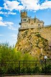 Kasteel op een rots Slik het Nestaantrekkelijkheden van ` s van Yalta Alupka crimea Stock Foto