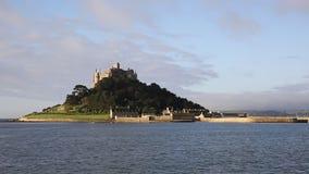 Kasteel op eiland St Michaels Mount Cornwall England het UK stock footage