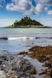 Kasteel op eilandverticaal Royalty-vrije Stock Afbeeldingen