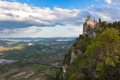 Kasteel in San Marino - La CestaorFratta Stock Afbeelding