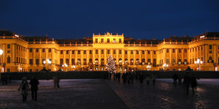 Kasteel Schoenbrunn 's nachts - Wien/Wenen Stock Foto