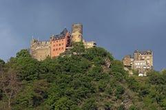 kasteel Schonburg bij de bovenkant van Rijn-Vallei stock afbeeldingen
