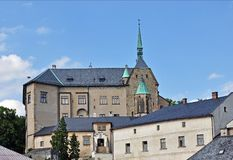 Kasteel Sternberk in Moravië en zijn omgeving, Tsjechische Republiek stock fotografie
