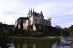 Kasteel van Bojnice tegen dag royalty-vrije stock foto