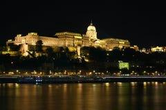 Kasteel van Buda bij nacht stock fotografie
