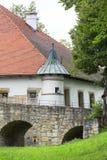 kasteel van de 14de eeuw het middeleeuwse Nowy Wisnicz, Polen stock fotografie