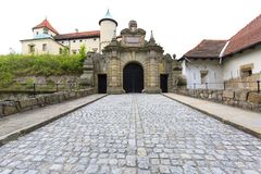 kasteel van de 14de eeuw het middeleeuwse Nowy Wisnicz, Polen stock foto