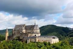 Kasteel in Vianden, Luxemburg, Europa wordt gesitueerd dat Stock Afbeeldingen