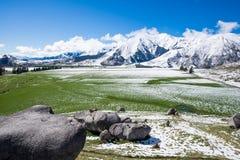Kasteelheuvel in de winter Zuidelijke Alpen, Nieuw Zeeland stock foto
