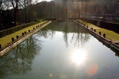 Kasteelpark en vijver in heilige-Wolk - Frankrijk Royalty-vrije Stock Foto
