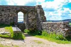 Kasteelruïnes van Kronenburg in Eifel, Duitsland stock fotografie