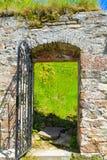 Kasteelruïnes van Kronenburg in Eifel, Duitsland stock foto