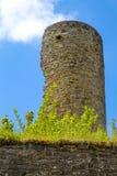 Kasteelruïnes van Kronenburg in Eifel, Duitsland stock foto's