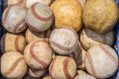Kasten alte Baseball und Softball Stockbild