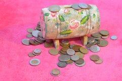 Kasten des alten Geldes Stockbilder