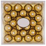 Kasten eingewickelte Schokoladen stockbilder