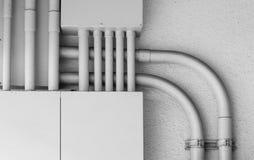 Kasten elektrische Leitung des Netzes an der Gebäudewand Stockfoto