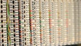 Kasten für Verbindung von Telefon- und Computerkabeln stock video