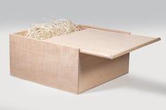 Kasten hergestellt vom Sperrholz mit einer gleitenden Abdeckung Lizenzfreie Stockfotografie