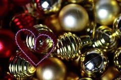 Kasten mit Ballweihnachten stockfotografie