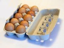 Kasten mit Eiern Lizenzfreie Stockfotos