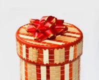 Kasten mit einem Geschenk Stockbilder