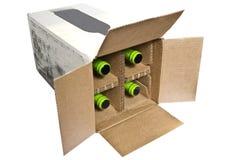 Kasten mit Flaschen in ihm lizenzfreie stockfotografie